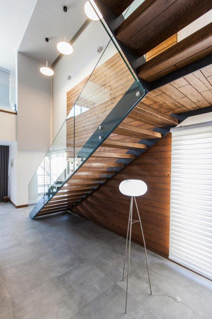 house-designed-family-eight-divided-three-plot-slope-14