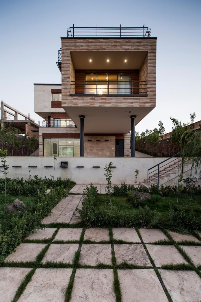 house-designed-family-eight-divided-three-plot-slope-15