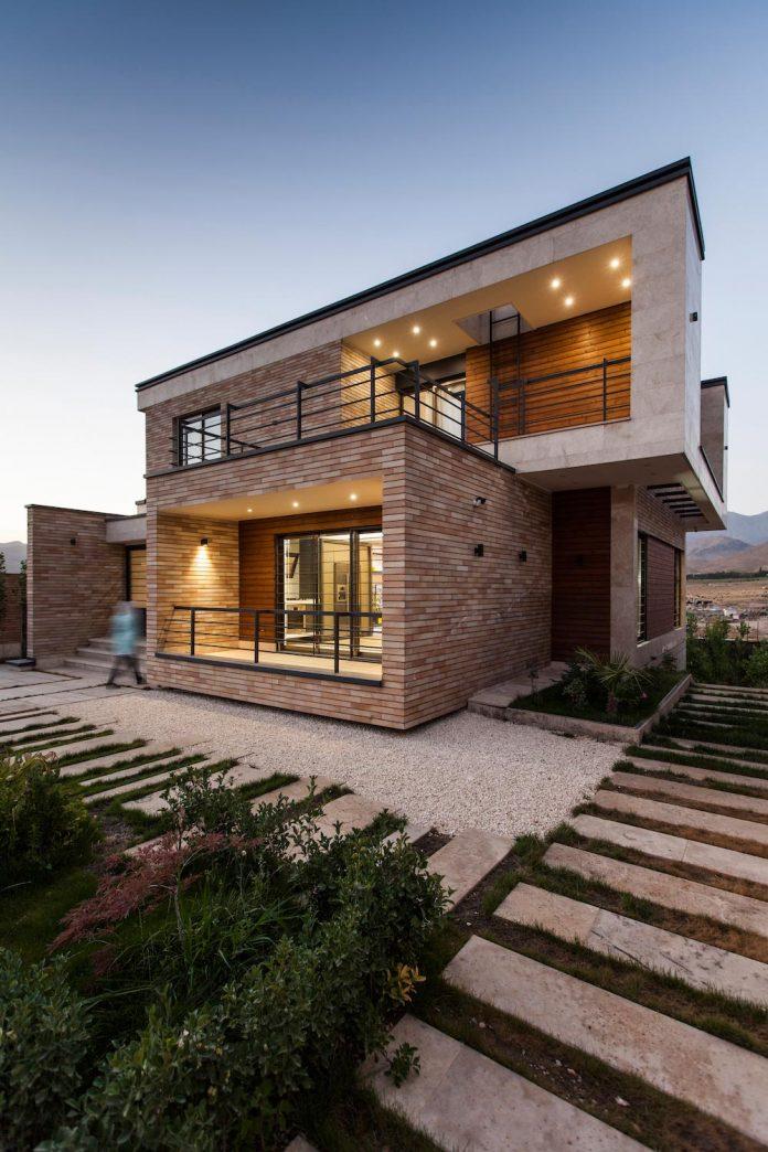 house-designed-family-eight-divided-three-plot-slope-16