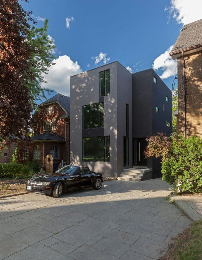 instar-house-minimalist-three-storey-wood-steel-structure-toronto-01
