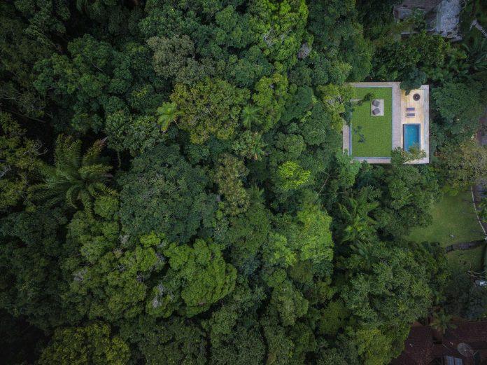 jungle-house-studiomk27-home-rain-forest-settled-mountainous-topography-dense-vegetation-01