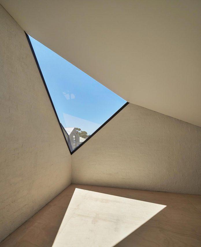 kite-contemporary-stylish-renovation-architecture-architecture-08