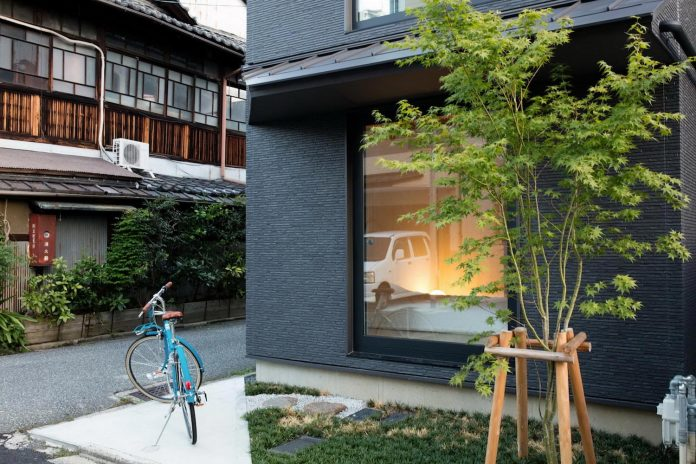 kyoto-residence-designed-enjoy-much-possible-sunlight-surroundings-big-windows-02