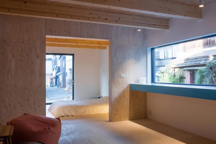 kyoto-residence-designed-enjoy-much-possible-sunlight-surroundings-big-windows-04