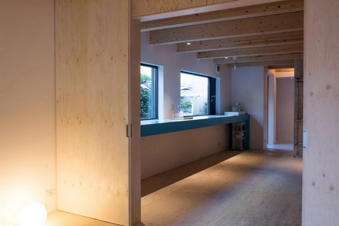 kyoto-residence-designed-enjoy-much-possible-sunlight-surroundings-big-windows-05