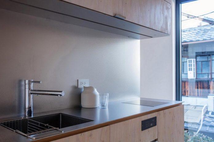 kyoto-residence-designed-enjoy-much-possible-sunlight-surroundings-big-windows-11