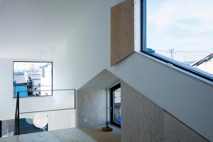 kyoto-residence-designed-enjoy-much-possible-sunlight-surroundings-big-windows-13