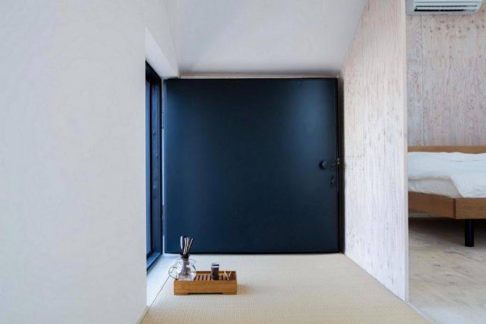 kyoto-residence-designed-enjoy-much-possible-sunlight-surroundings-big-windows-14