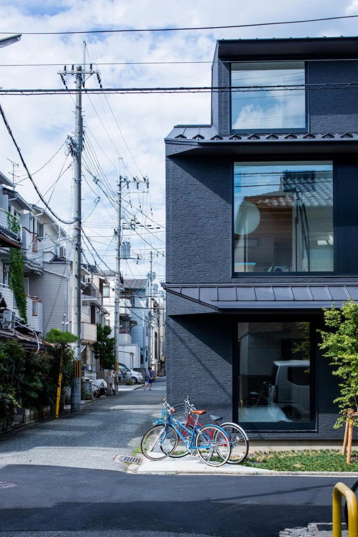 kyoto-residence-designed-enjoy-much-possible-sunlight-surroundings-big-windows-17