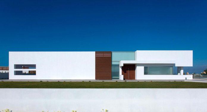 l-shaped-one-story-modern-home-crete-01