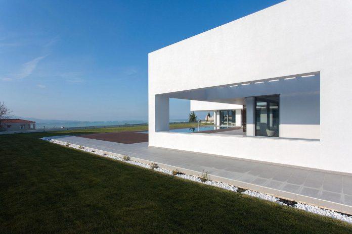 l-shaped-one-story-modern-home-crete-03