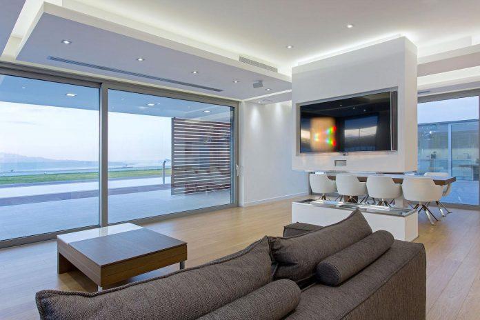 l-shaped-one-story-modern-home-crete-05