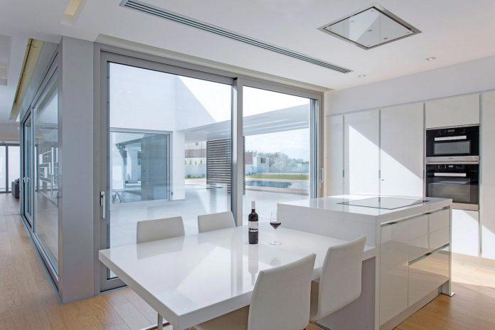 l-shaped-one-story-modern-home-crete-06