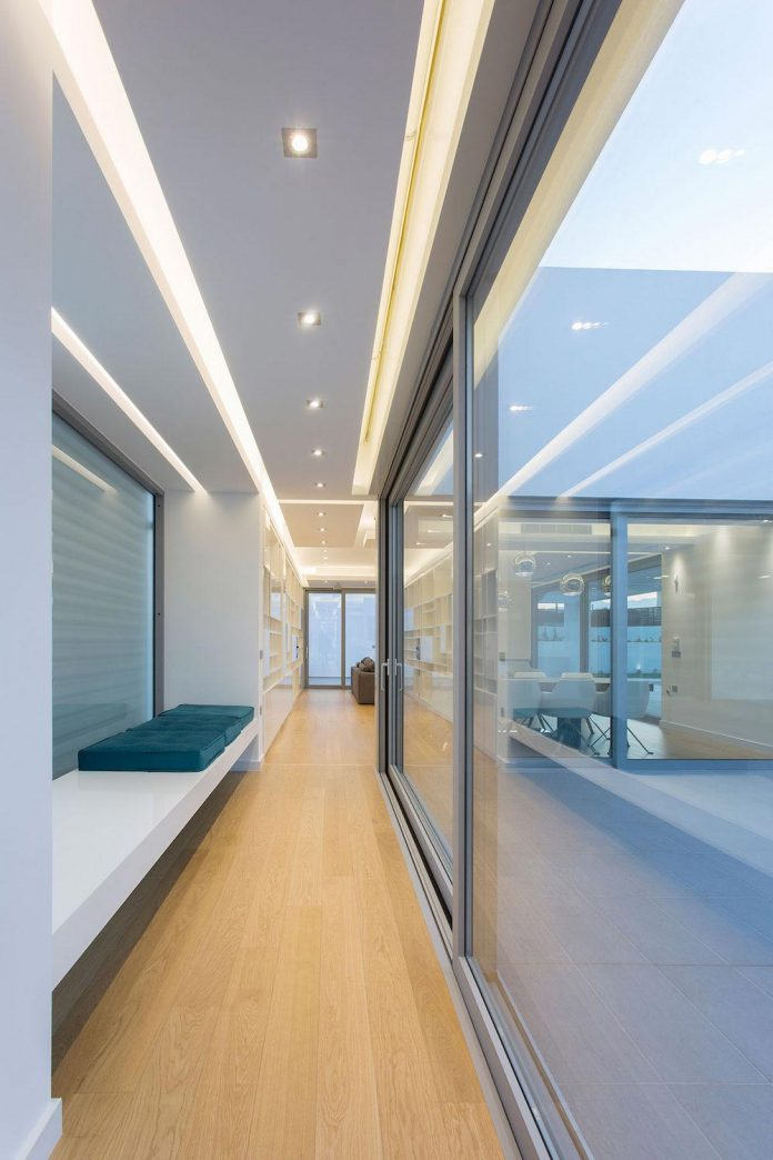 l-shaped-one-story-modern-home-crete-08