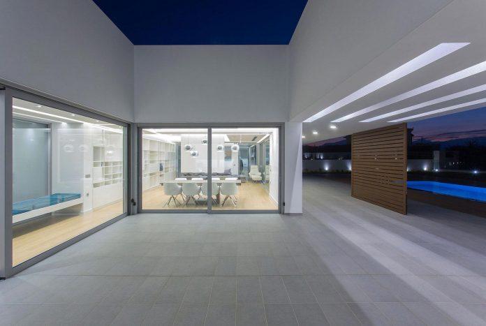 l-shaped-one-story-modern-home-crete-09