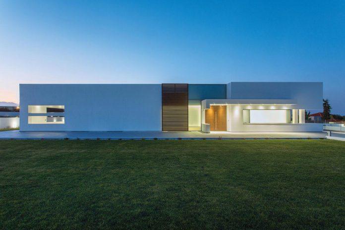 l-shaped-one-story-modern-home-crete-12