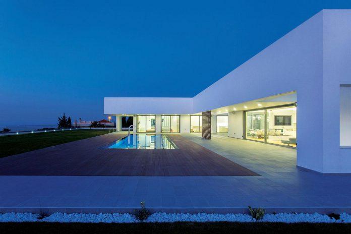 l-shaped-one-story-modern-home-crete-13