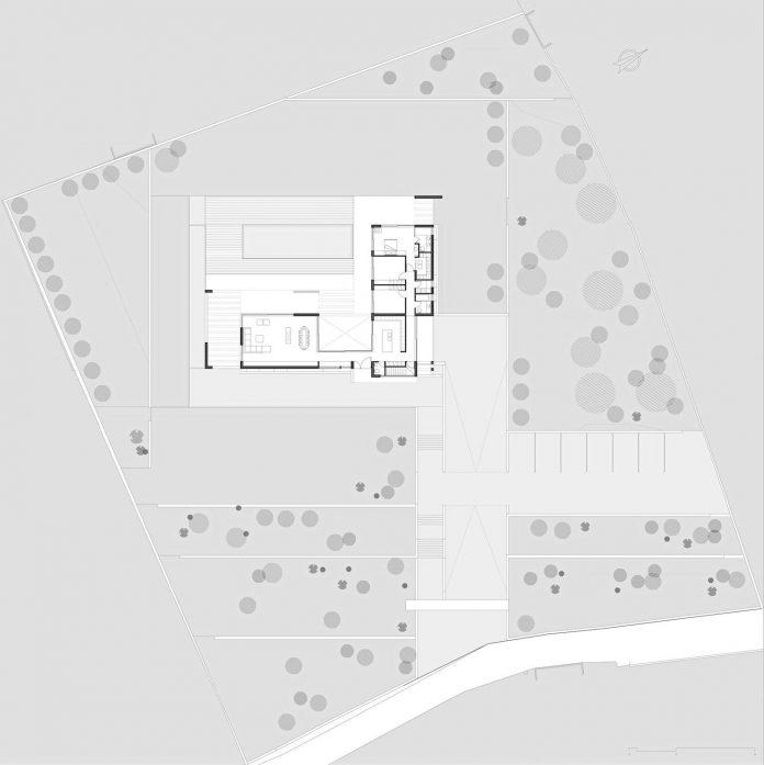 l-shaped-one-story-modern-home-crete-15