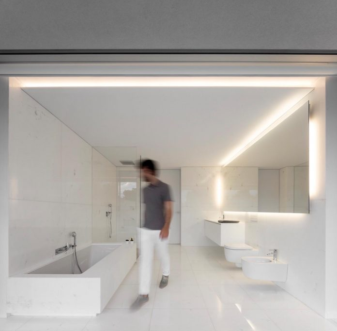 la-pinada-house-fran-silvestre-arquitectos-minimalist-contemporary-home-full-family-stories-covered-white-26