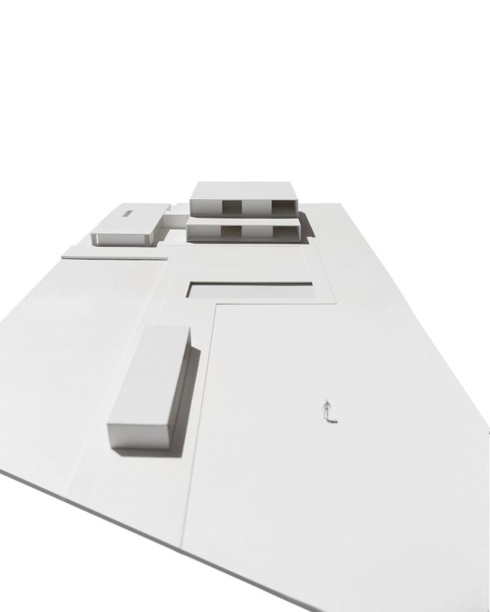 la-pinada-house-fran-silvestre-arquitectos-minimalist-contemporary-home-full-family-stories-covered-white-42