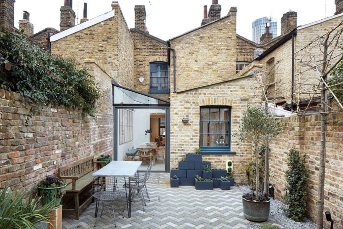 lambeth-marsh-house-conversion-creates-light-airy-space-because-contemporary-rear-side-extension-02