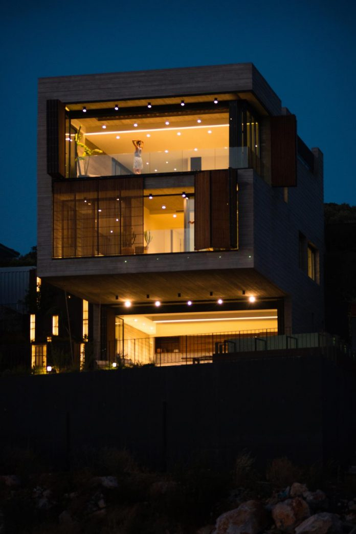 minimalist-home-design-approach-creating-variety-wide-open-spaces-can-used-depending-wind-weather-conditions-01
