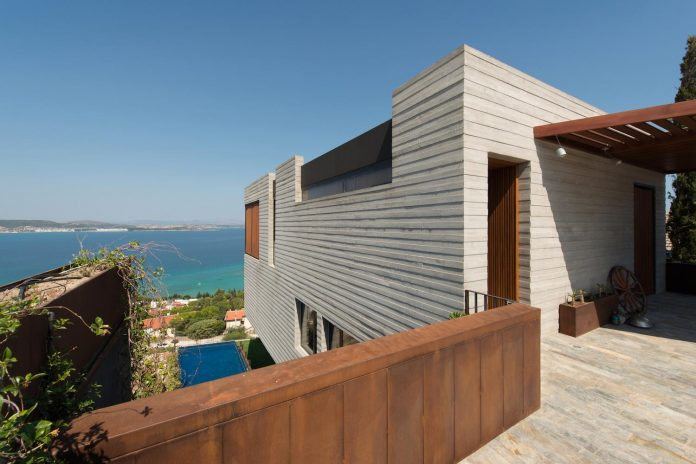 minimalist-home-design-approach-creating-variety-wide-open-spaces-can-used-depending-wind-weather-conditions-03