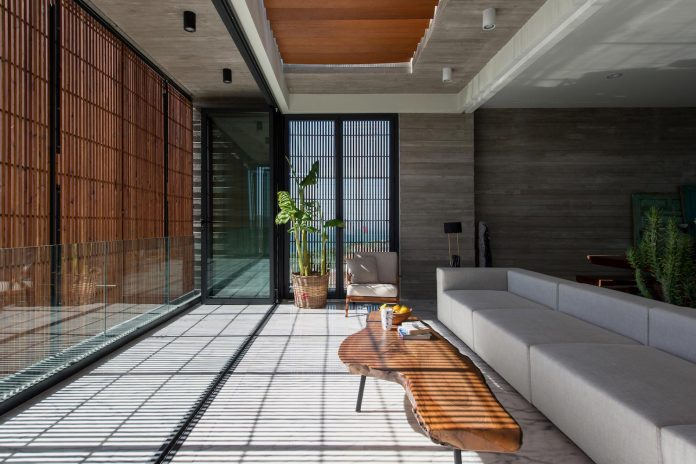 minimalist-home-design-approach-creating-variety-wide-open-spaces-can-used-depending-wind-weather-conditions-05