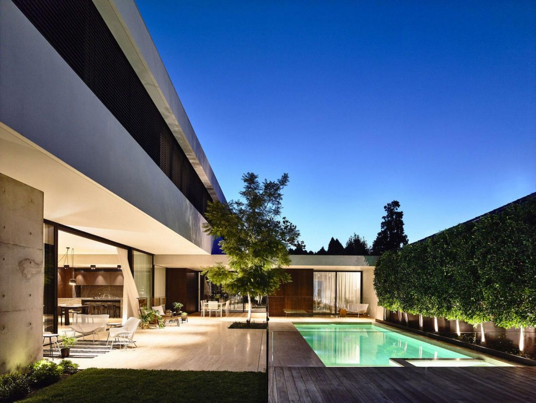 Modern home designed by workroom in the toorak suburb of for Home architecture melbourne