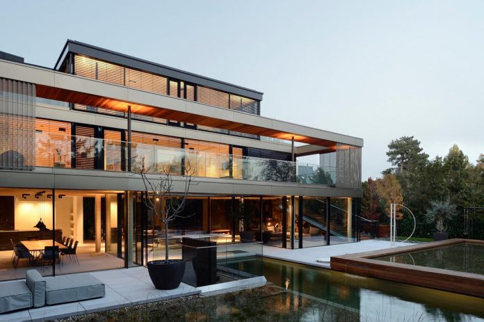 modernistic-design-fully-glazed-seemingly-windowless-villa-04