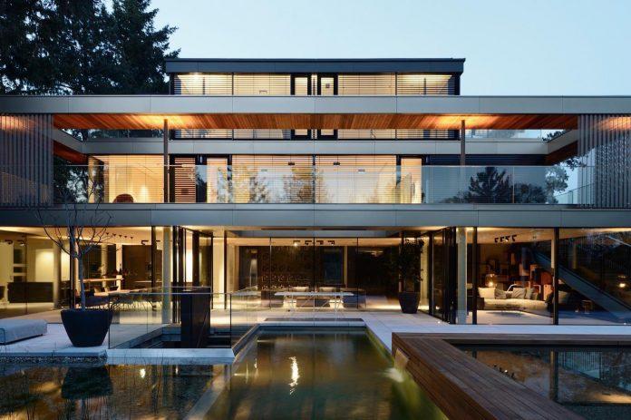 modernistic-design-fully-glazed-seemingly-windowless-villa-05