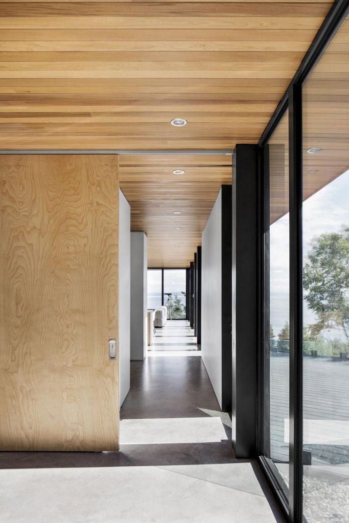mountain-residence-cap-laigle-v-shape-long-facades-suspended-nature-04