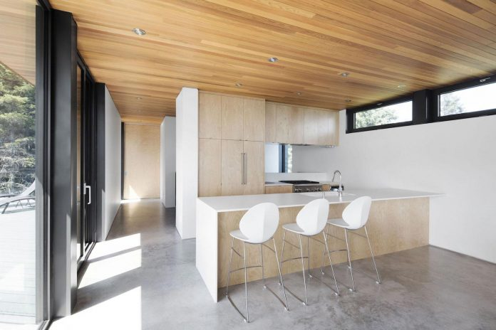 mountain-residence-cap-laigle-v-shape-long-facades-suspended-nature-07