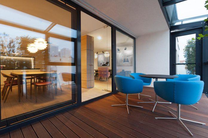 natural-materials-elegant-pieces-furniture-new-apartment-located-old-town-bratislava-04
