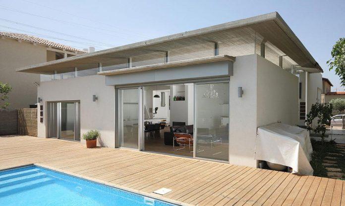 one-half-storey-high-interior-house-designed-family-3-children-02