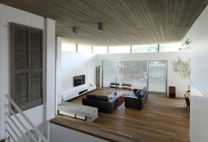 one-half-storey-high-interior-house-designed-family-3-children-03