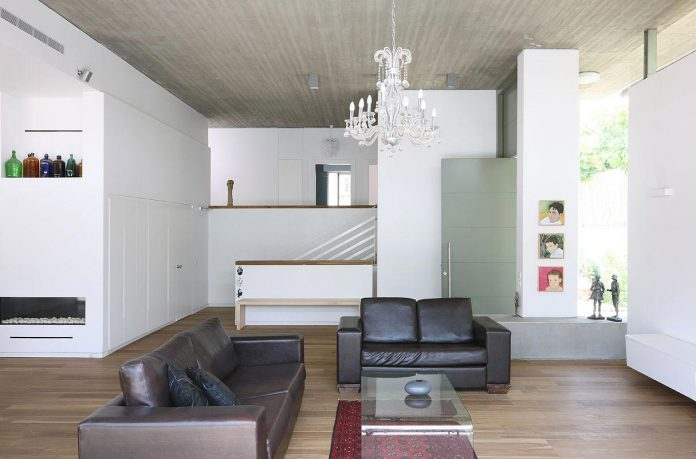one-half-storey-high-interior-house-designed-family-3-children-04