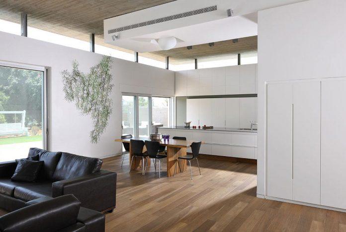 one-half-storey-high-interior-house-designed-family-3-children-06