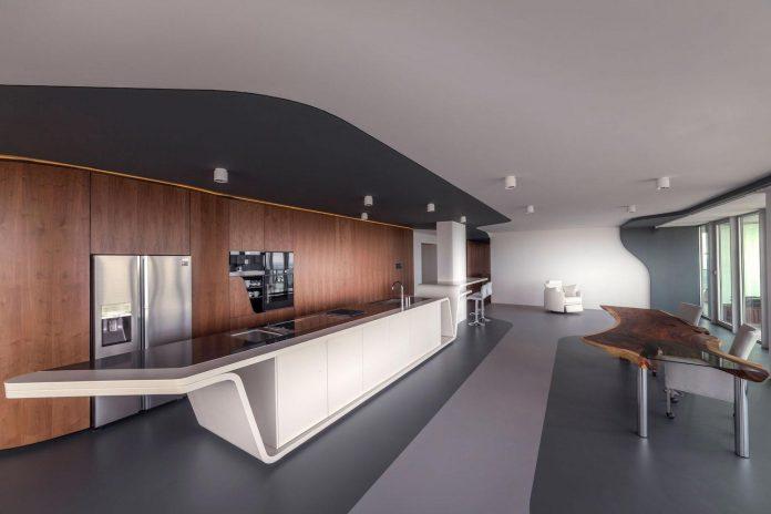 panoramic-view-rotterdam-cityscape-43rd-floor-huge-modern-apartment-05