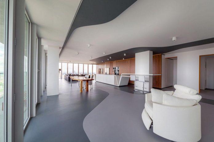 panoramic-view-rotterdam-cityscape-43rd-floor-huge-modern-apartment-06