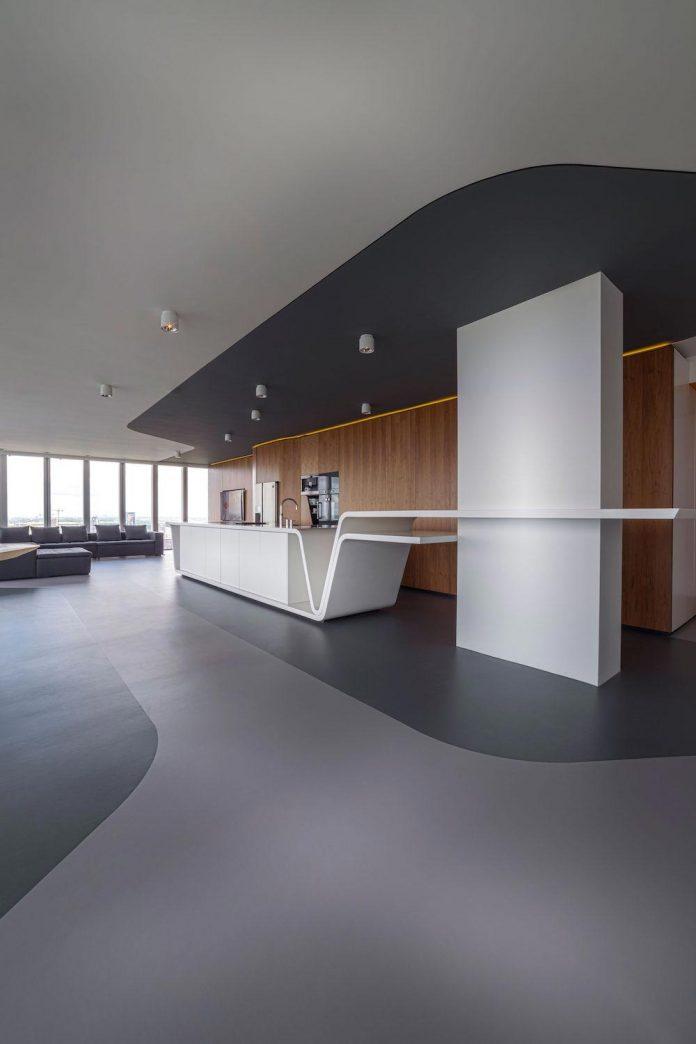 panoramic-view-rotterdam-cityscape-43rd-floor-huge-modern-apartment-09