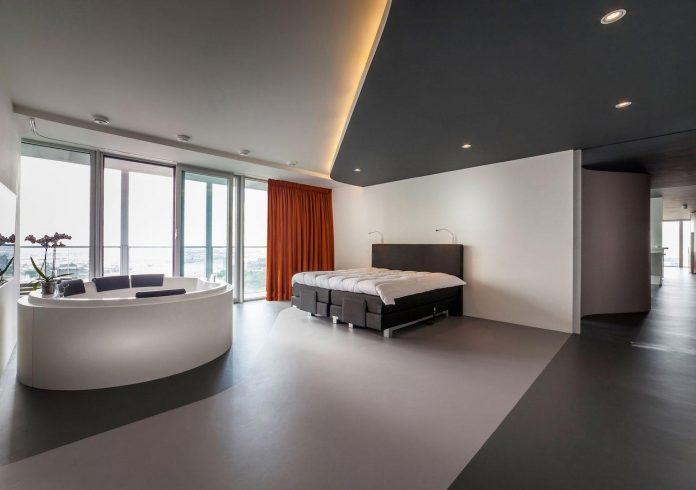 panoramic-view-rotterdam-cityscape-43rd-floor-huge-modern-apartment-12