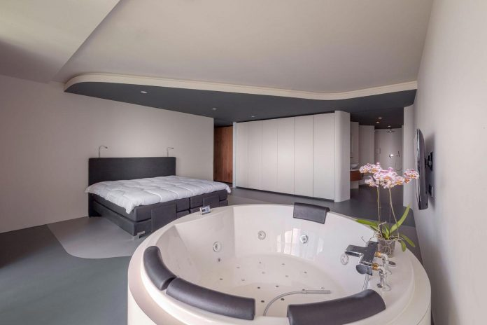 panoramic-view-rotterdam-cityscape-43rd-floor-huge-modern-apartment-14