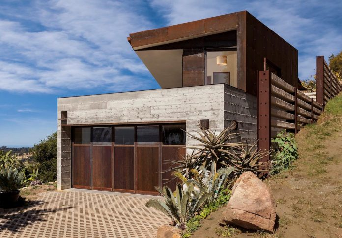 raw-corten-steel-concrete-exterior-dress-crossing-wall-house-sited-santa-ynez-mountains-meet-pacific-ocean-03