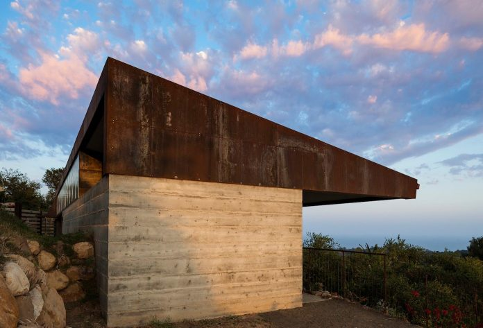 raw-corten-steel-concrete-exterior-dress-crossing-wall-house-sited-santa-ynez-mountains-meet-pacific-ocean-05