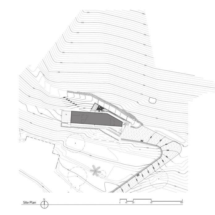 raw-corten-steel-concrete-exterior-dress-crossing-wall-house-sited-santa-ynez-mountains-meet-pacific-ocean-11