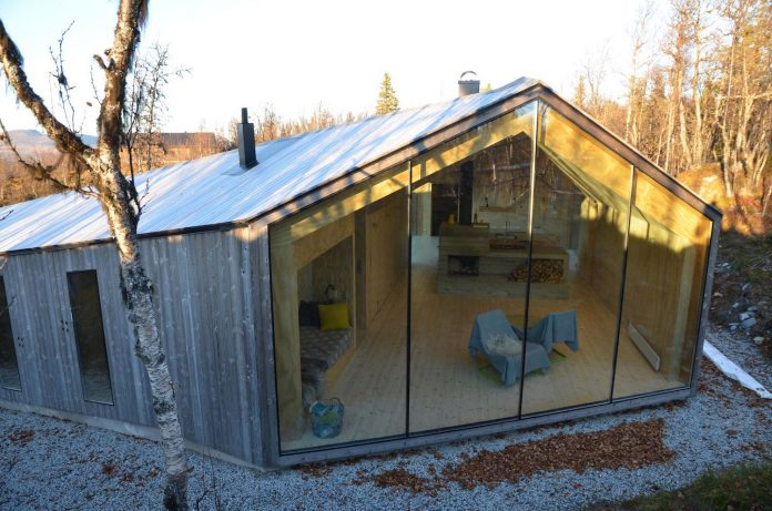 simplicity-restraint-year-lodge-situated-near-cross-country-ski-tracks-winter-hiking-tracks-summer-02