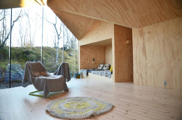 simplicity-restraint-year-lodge-situated-near-cross-country-ski-tracks-winter-hiking-tracks-summer-07