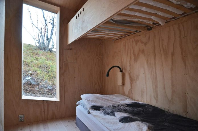 simplicity-restraint-year-lodge-situated-near-cross-country-ski-tracks-winter-hiking-tracks-summer-08