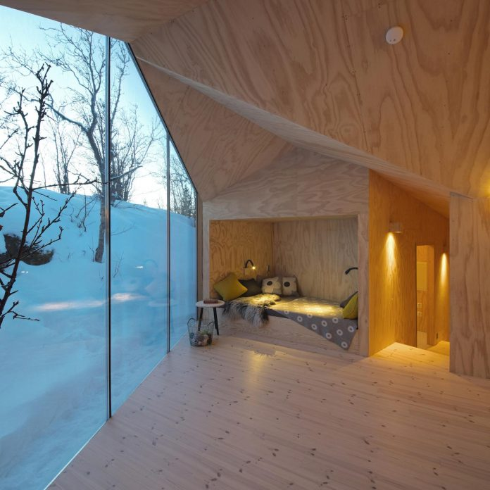 simplicity-restraint-year-lodge-situated-near-cross-country-ski-tracks-winter-hiking-tracks-summer-10